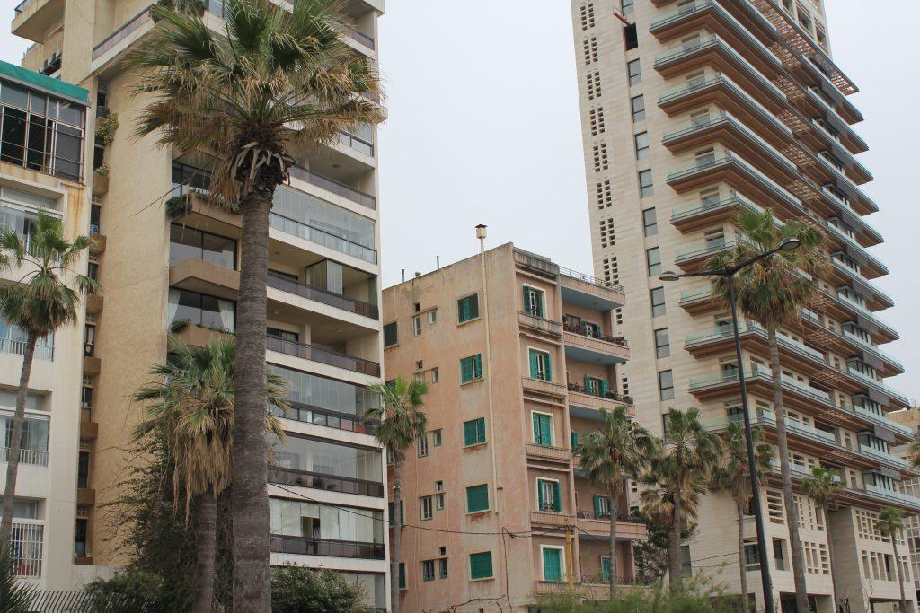 Biraz dikkatli bakıldığında binaların arasına sıkışmış eski Beyrut'u görmek mümkün...