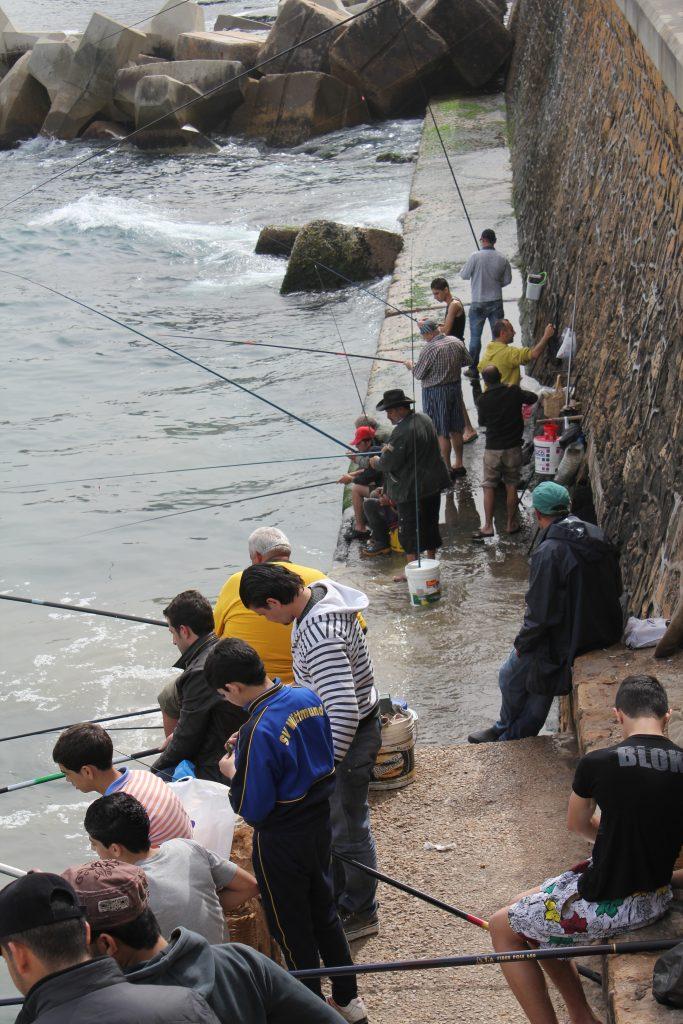 Corniche olarak anılan sahil şeridi ve dünyaca bilinen pek çok markayı bulabileceğiniz alışveriş bölgesi. Corniche'te hiç yabancılık çekmeden bir olta alıp balık tutabilir ya da sahildeki restoranlarından birinde balık ziyafeti çekebilirsiniz.